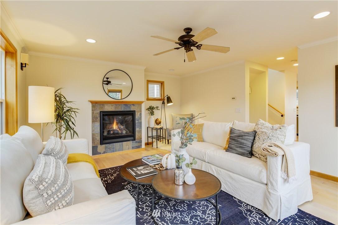 Sold Property | 810 N 49th Street Seattle, WA 98103 3