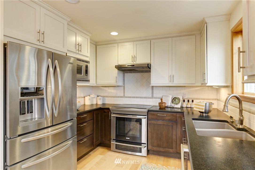 Sold Property | 810 N 49th Street Seattle, WA 98103 4