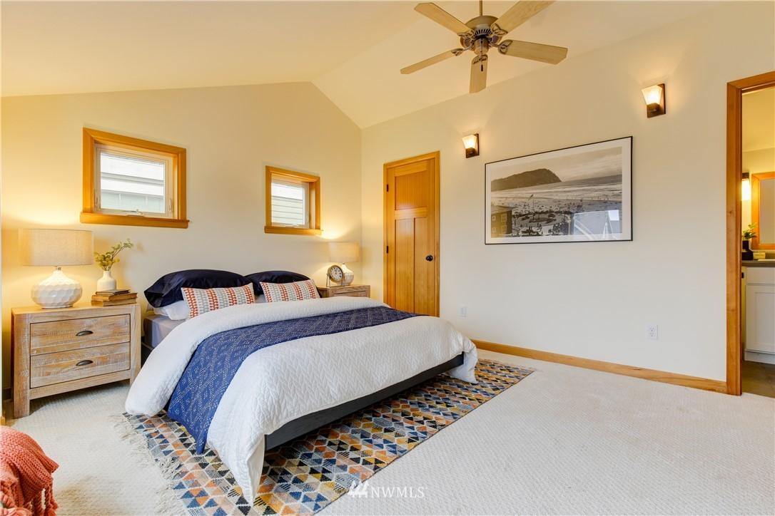 Sold Property | 810 N 49th Street Seattle, WA 98103 7