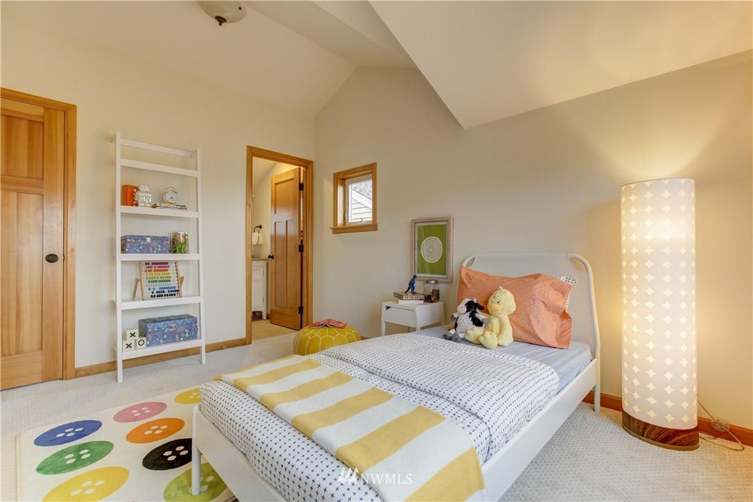 Sold Property | 810 N 49th Street Seattle, WA 98103 9