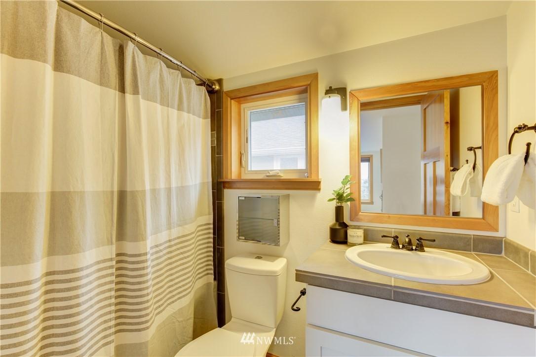 Sold Property | 810 N 49th Street Seattle, WA 98103 11