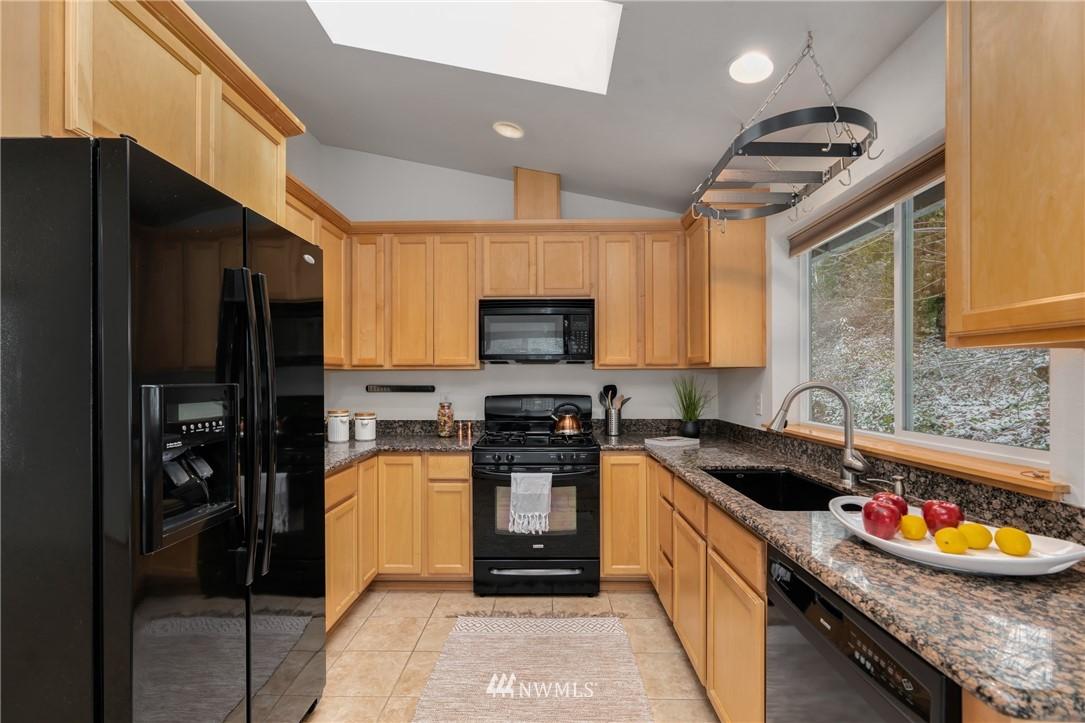 Sold Property | 5070 23rd Avenue SW Seattle, WA 98106 6