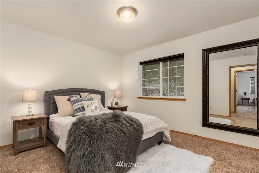 Sold Property | 5070 23rd Avenue SW Seattle, WA 98106 10