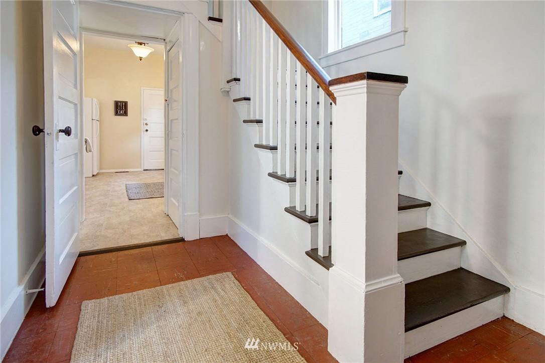 Sold Property | 524 N 76th Street Seattle, WA 98103 1