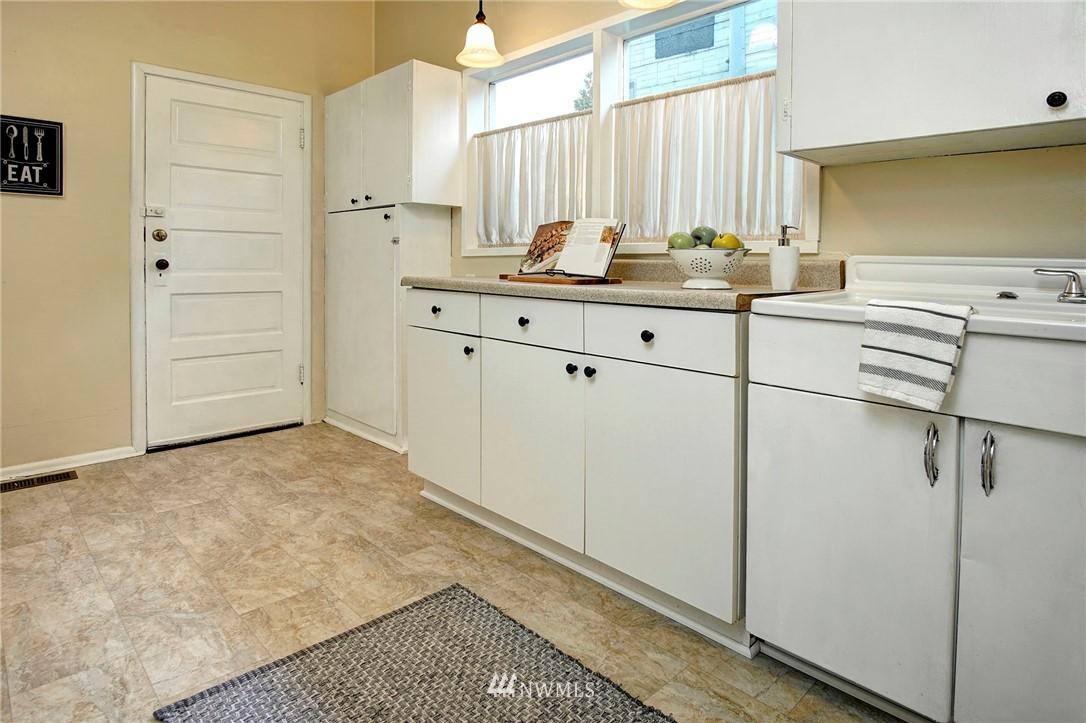Sold Property | 524 N 76th Street Seattle, WA 98103 8