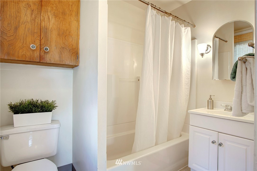 Sold Property | 524 N 76th Street Seattle, WA 98103 9