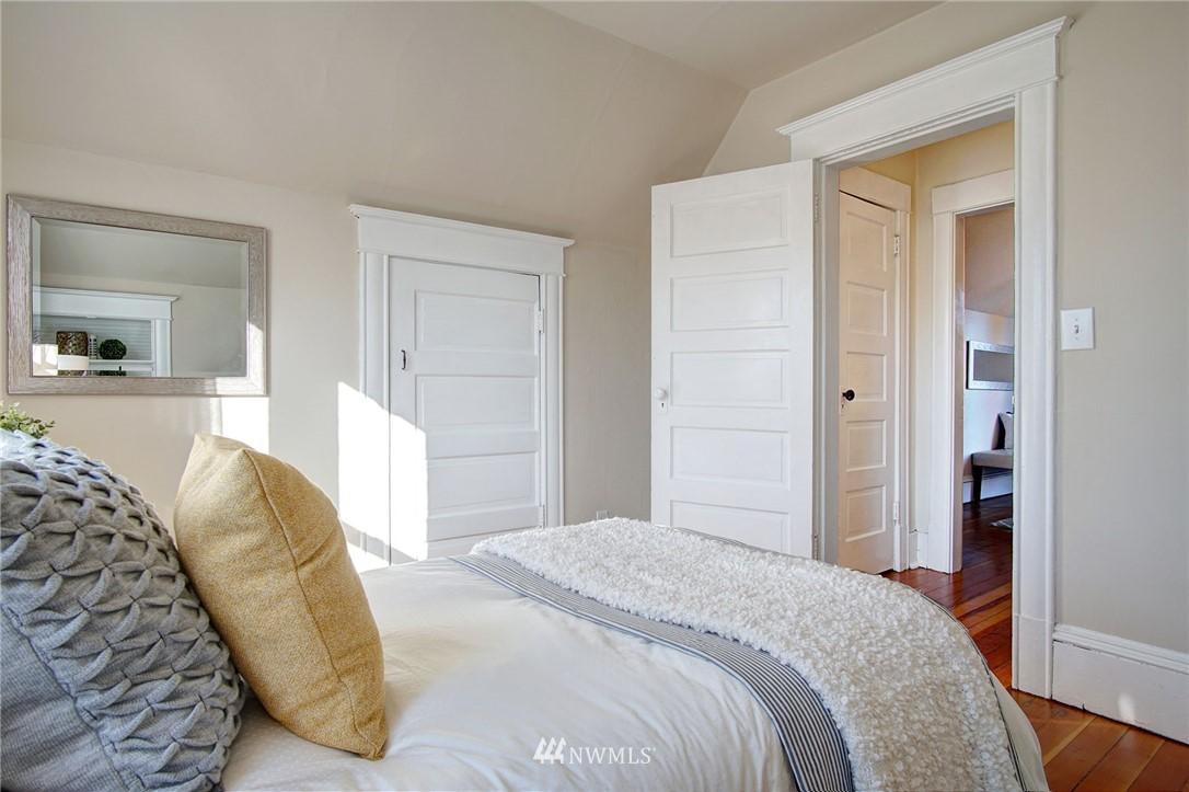Sold Property | 524 N 76th Street Seattle, WA 98103 15
