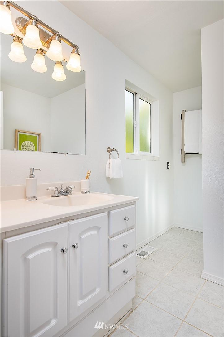 Sold Property | 8428 216th Street SW Edmonds, WA 98026 16