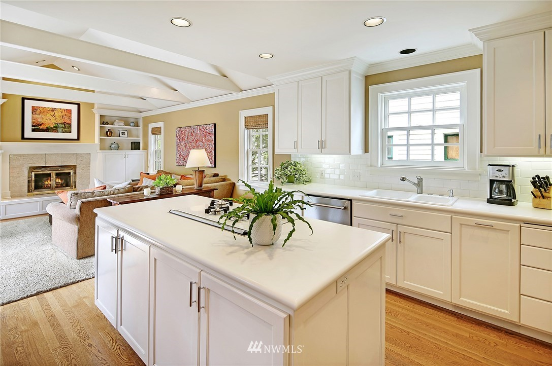 Sold Property   2128 E Hamlin Seattle, WA 98112 9
