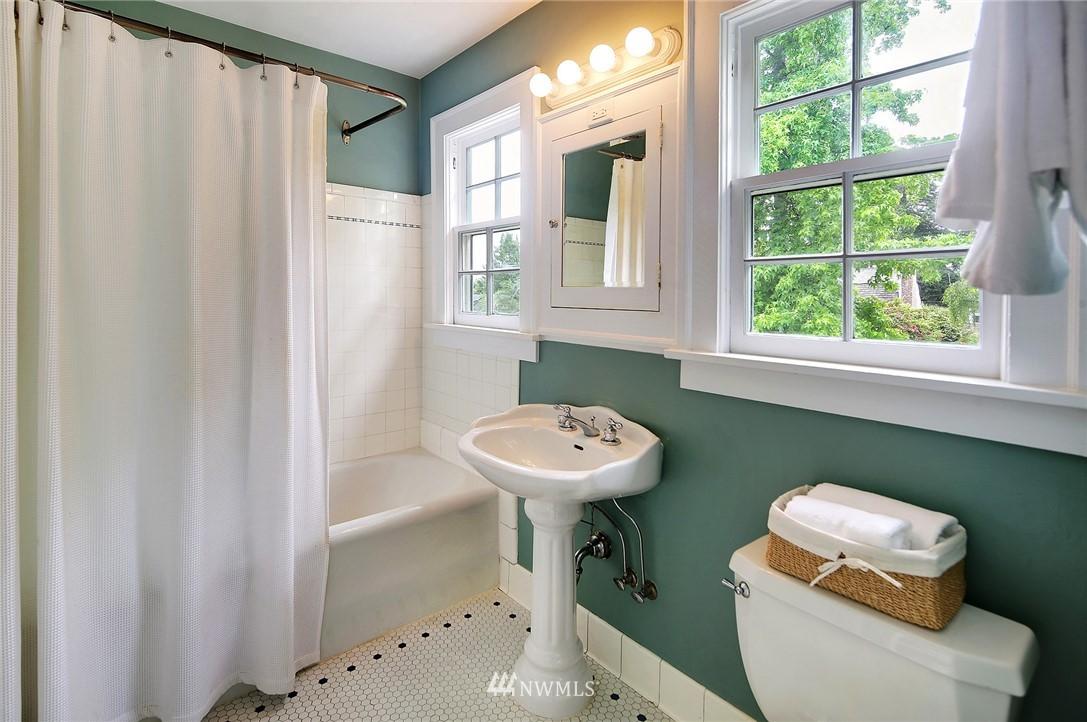 Sold Property   2128 E Hamlin Seattle, WA 98112 19