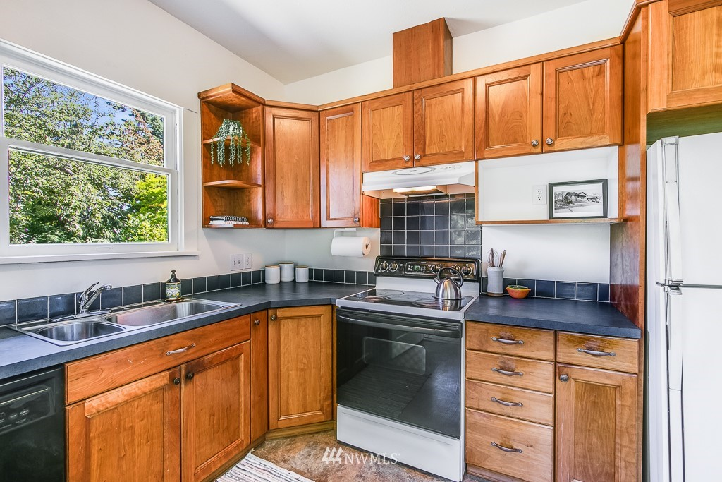 Sold Property | 3548 S Brandon Street Seattle, WA 98118 8