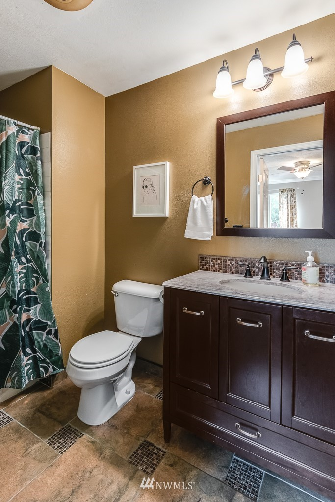 Sold Property   17431 Ambaum Boulevard S #D47 Burien, WA 98148 10