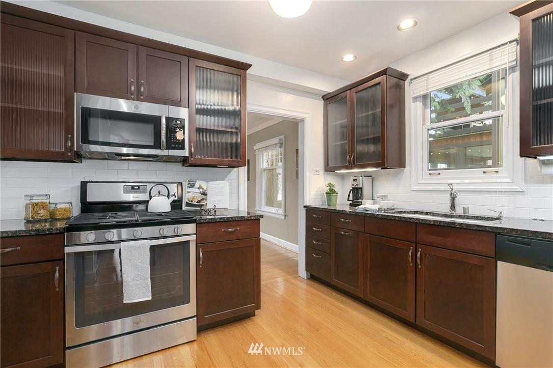 Sold Property   506 N 101st Street Seattle, WA 98133 10