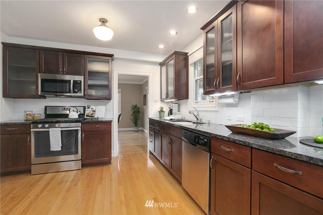 Sold Property   506 N 101st Street Seattle, WA 98133 12