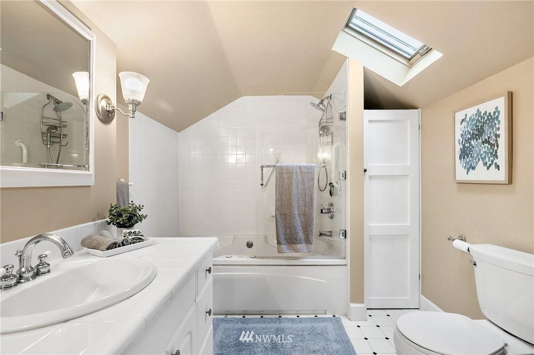 Sold Property   506 N 101st Street Seattle, WA 98133 25