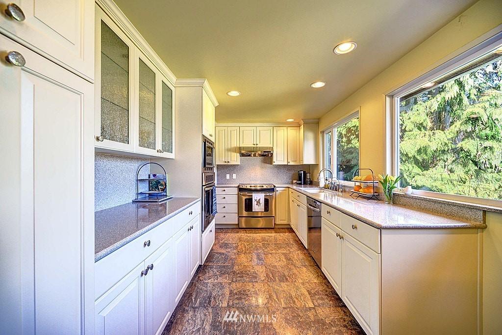 Sold Property | 15813 70th Avenue NE Kenmore, WA 98028 9