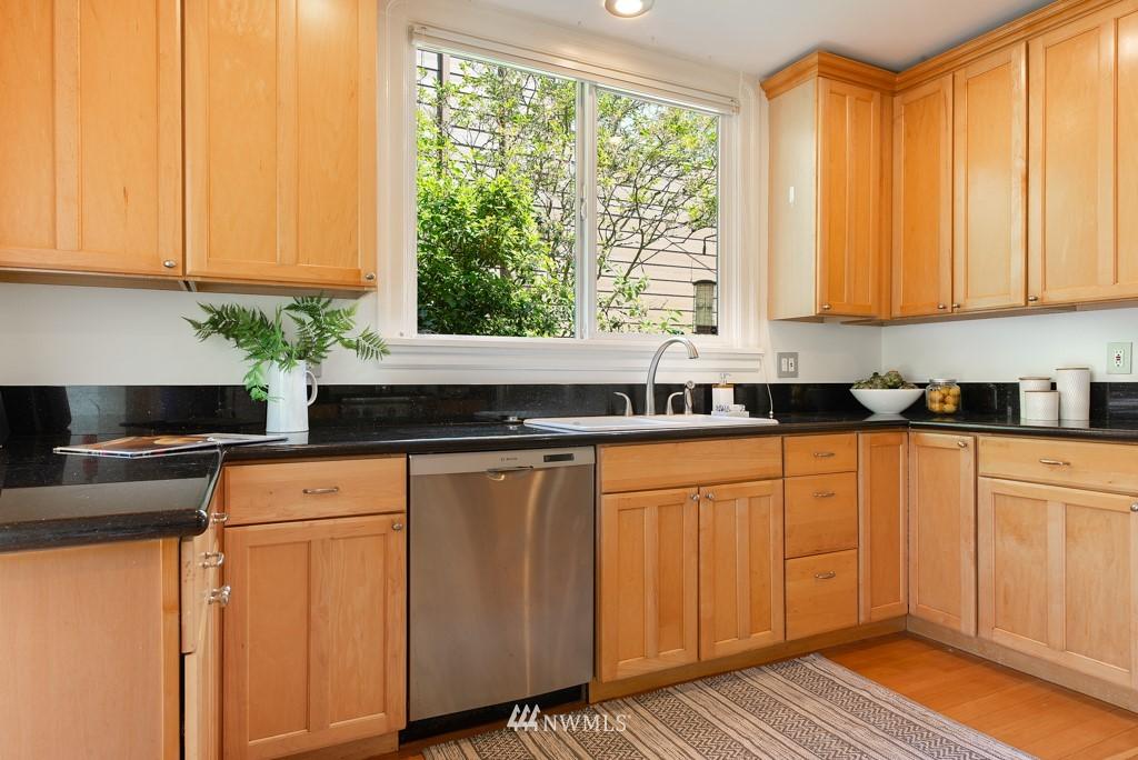 Sold Property | 227 22nd Avenue E Seattle, WA 98112 8
