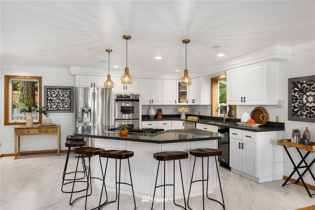 Sold Property   6550 48th Avenue NE Seattle, WA 98115 17