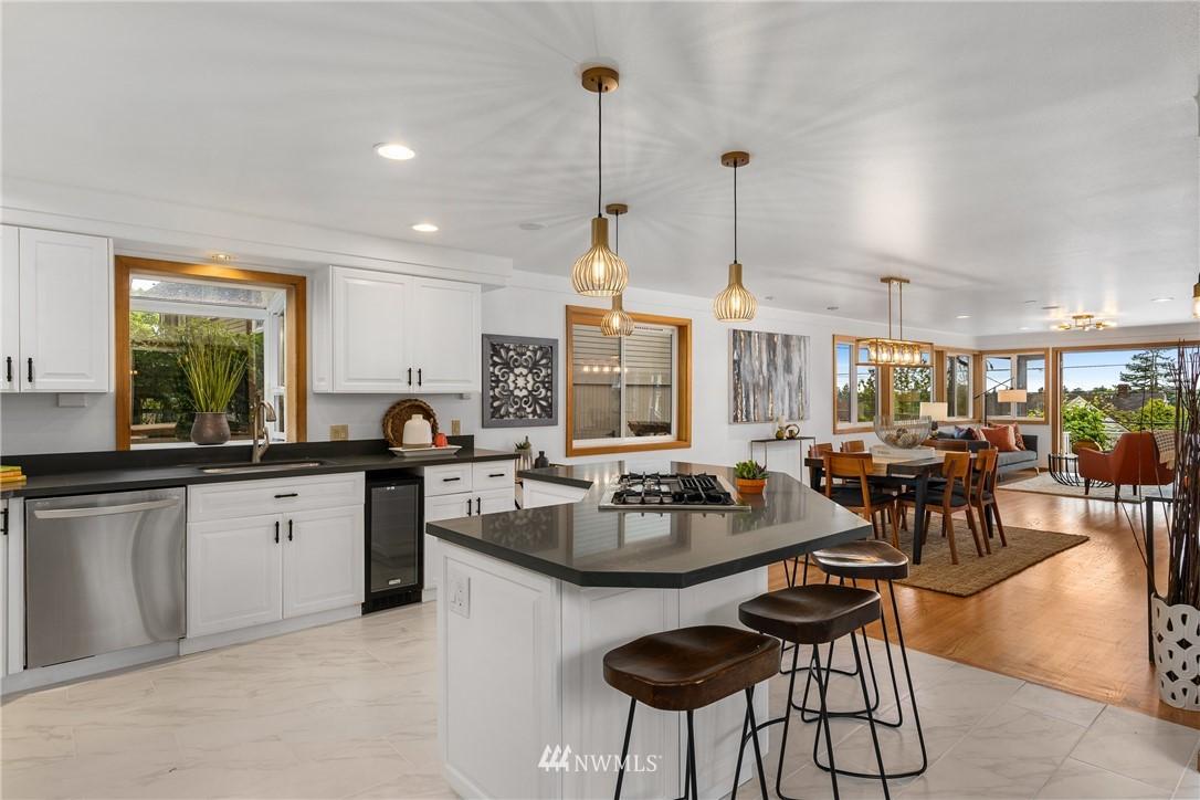Sold Property   6550 48th Avenue NE Seattle, WA 98115 18