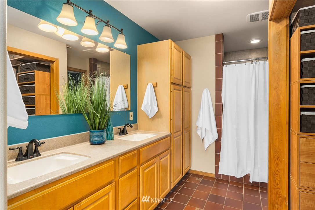 Sold Property   6550 48th Avenue NE Seattle, WA 98115 27