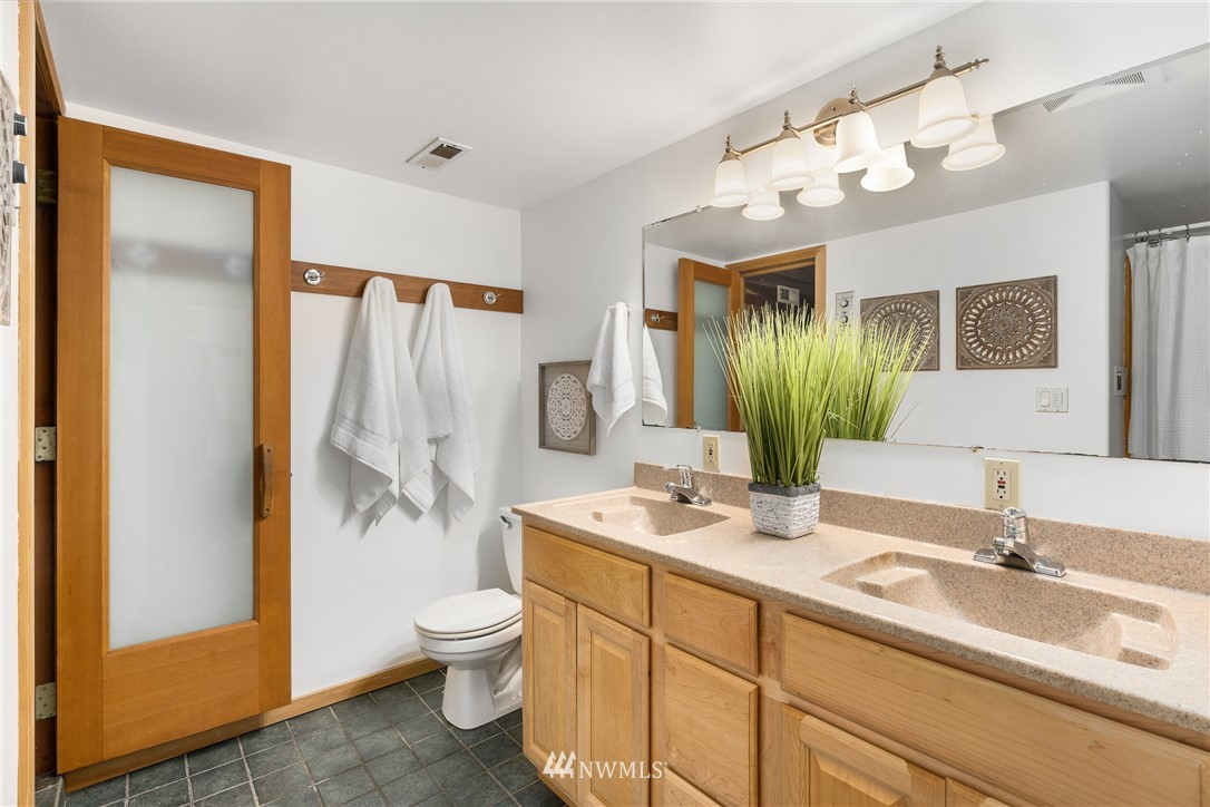 Sold Property   6550 48th Avenue NE Seattle, WA 98115 34