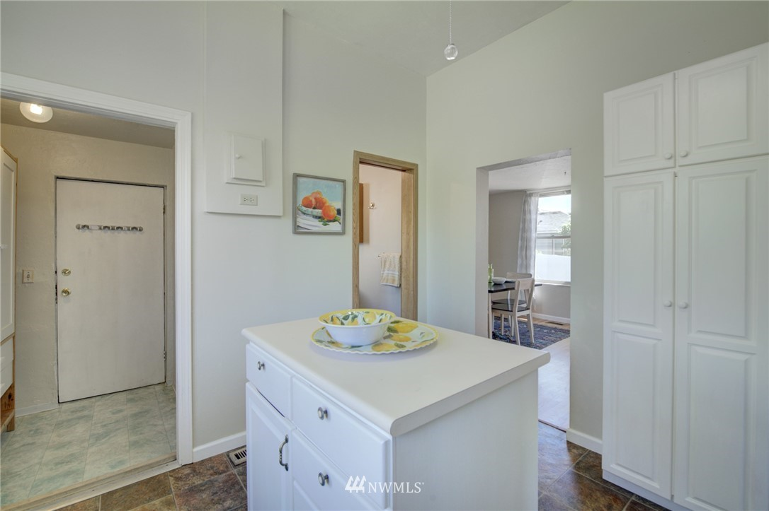 Sold Property | 3306 S Oregon Street Seattle, WA 98118 11