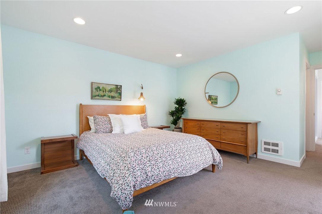 Sold Property | 1505 15th Avenue S #B Seattle, WA 98144 14