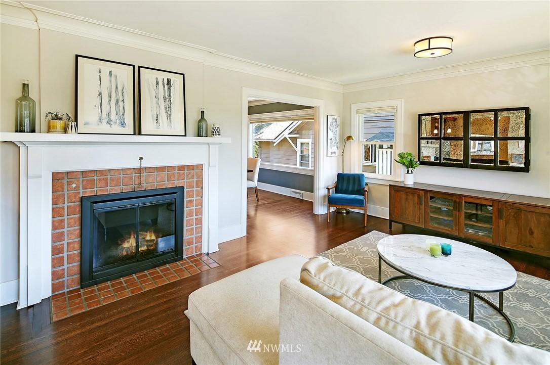 Sold Property | 324 NE 52nd Street Seattle, WA 98105 2