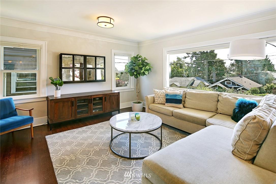Sold Property | 324 NE 52nd Street Seattle, WA 98105 4