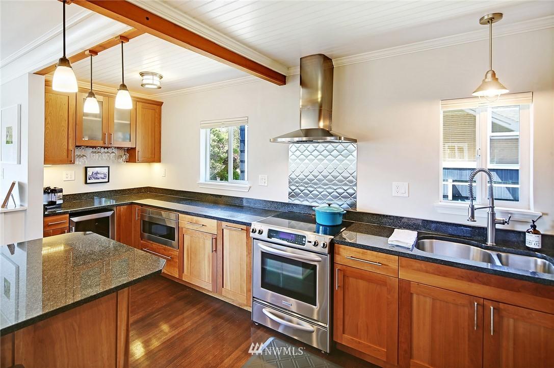 Sold Property | 324 NE 52nd Street Seattle, WA 98105 6