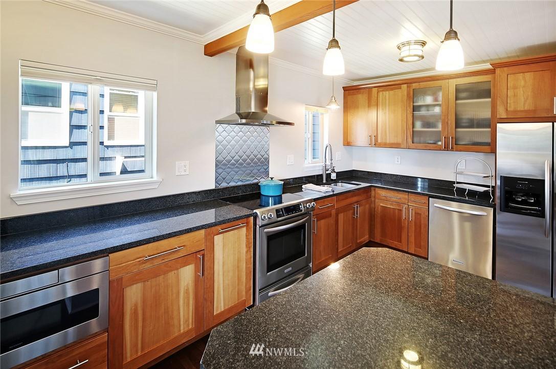 Sold Property | 324 NE 52nd Street Seattle, WA 98105 7