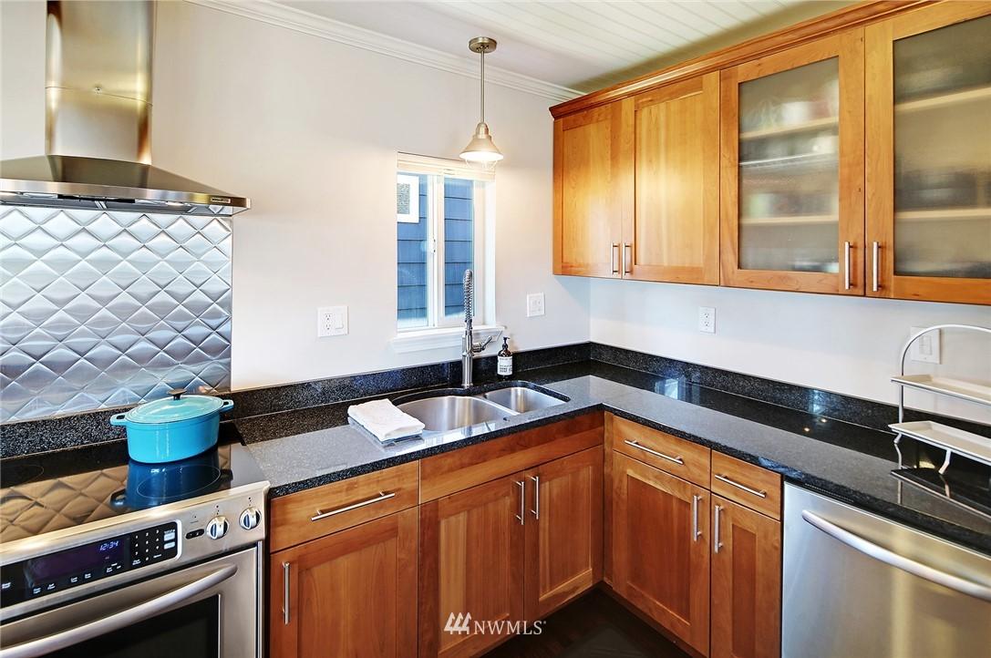 Sold Property | 324 NE 52nd Street Seattle, WA 98105 8