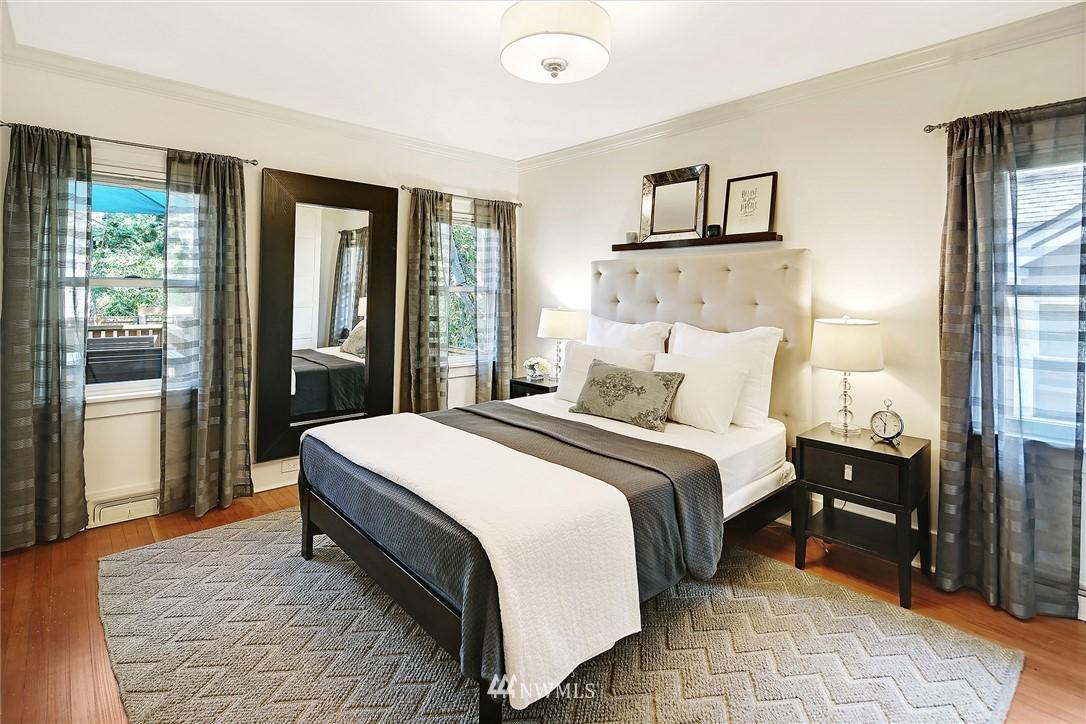 Sold Property | 324 NE 52nd Street Seattle, WA 98105 12