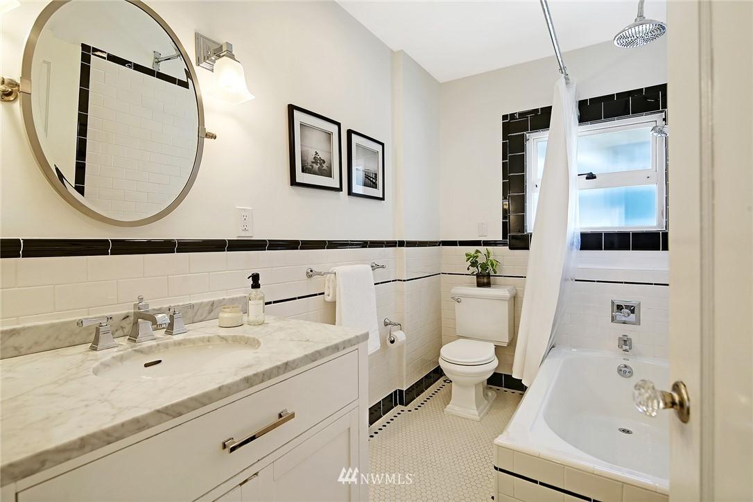 Sold Property | 324 NE 52nd Street Seattle, WA 98105 13