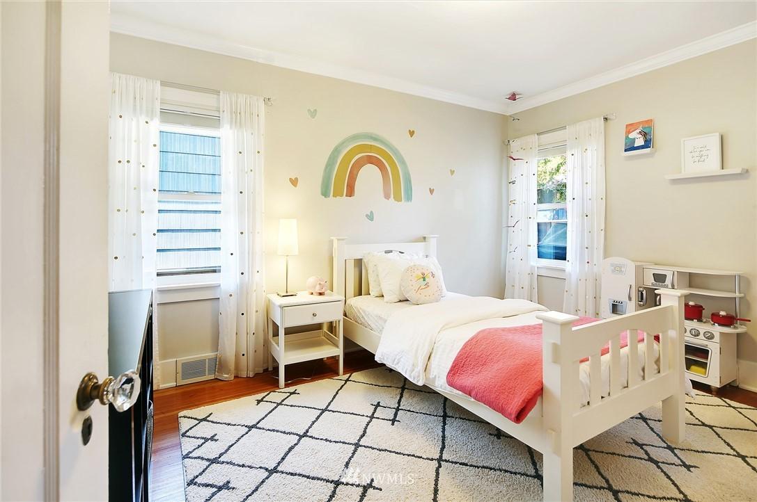 Sold Property | 324 NE 52nd Street Seattle, WA 98105 14