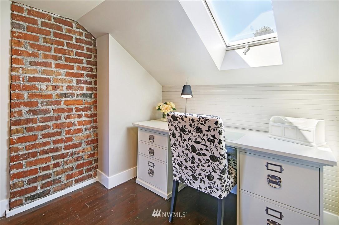 Sold Property | 324 NE 52nd Street Seattle, WA 98105 15
