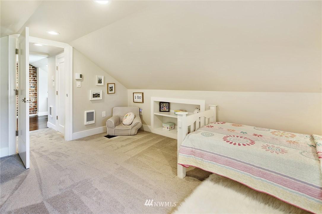 Sold Property | 324 NE 52nd Street Seattle, WA 98105 18