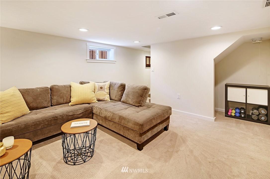 Sold Property | 324 NE 52nd Street Seattle, WA 98105 20
