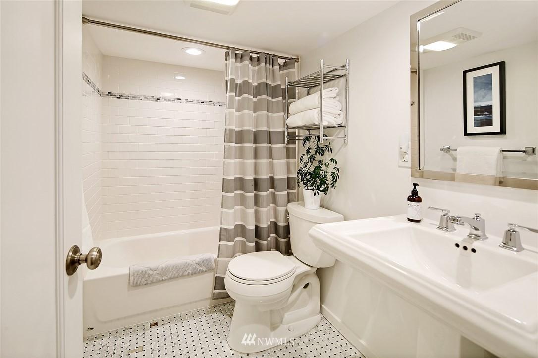 Sold Property | 324 NE 52nd Street Seattle, WA 98105 21