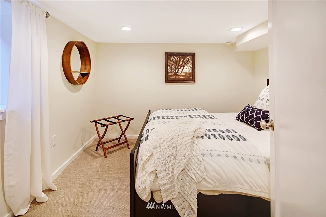 Sold Property | 324 NE 52nd Street Seattle, WA 98105 22