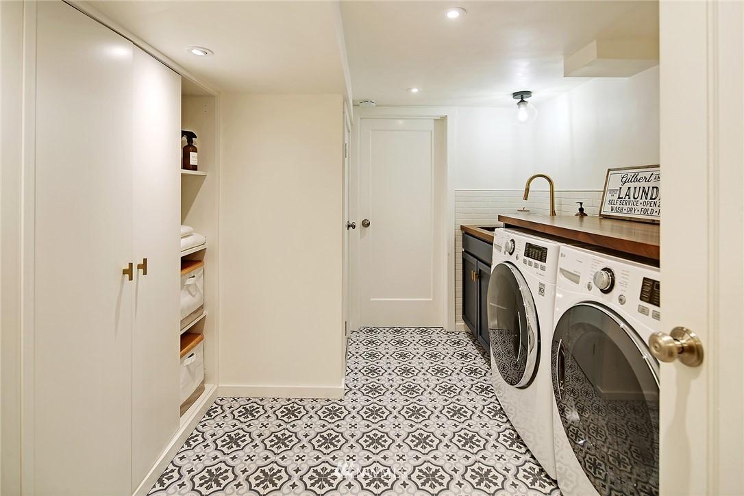 Sold Property | 324 NE 52nd Street Seattle, WA 98105 23