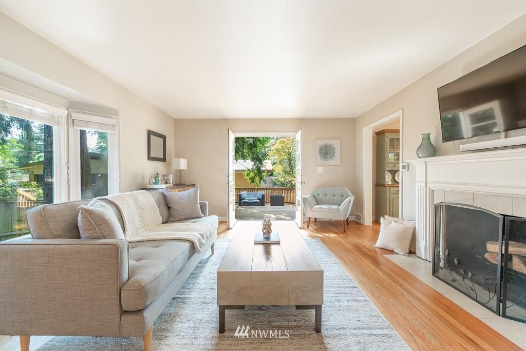 Sold Property | 10747 Sand Point Way NE Seattle, WA 98125 5