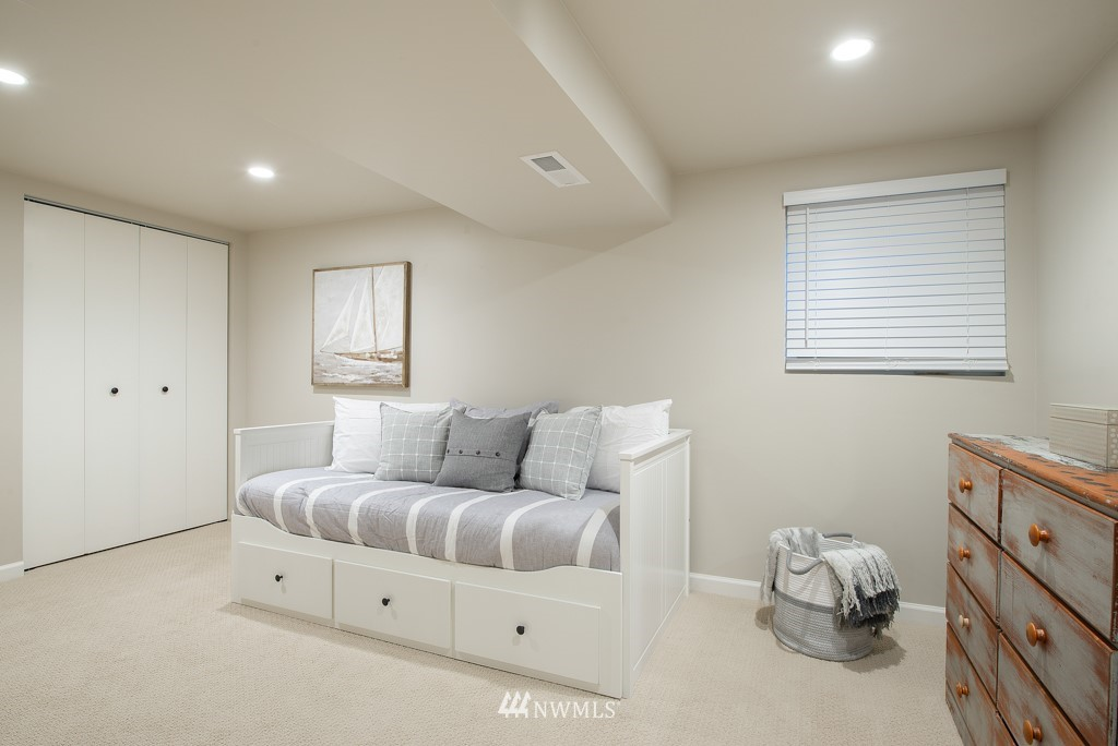 Sold Property | 10747 Sand Point Way NE Seattle, WA 98125 18