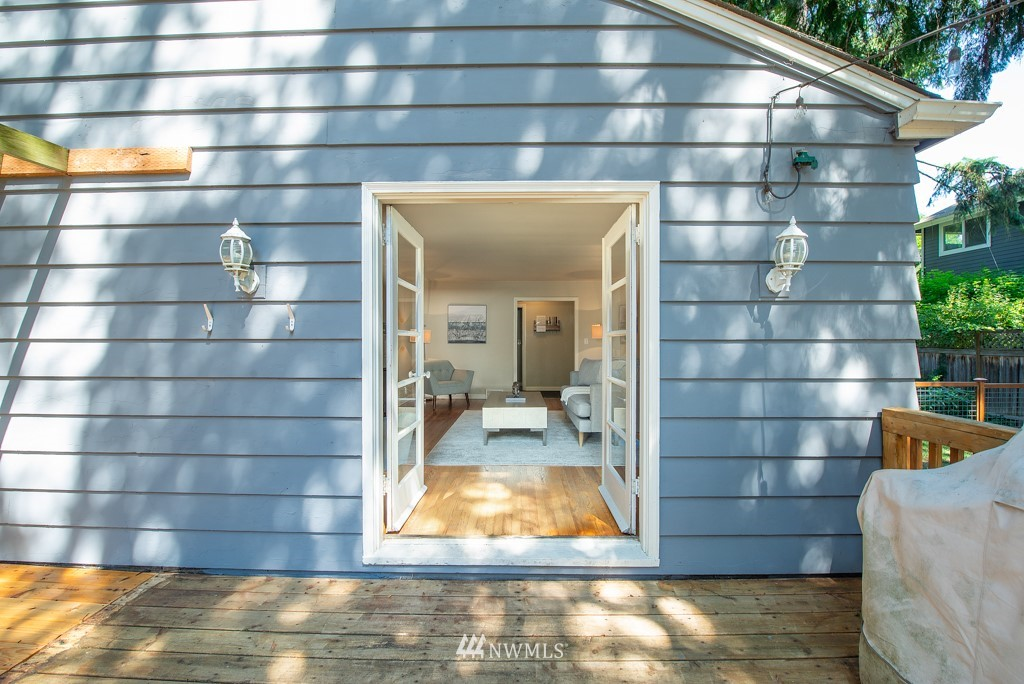 Sold Property | 10747 Sand Point Way NE Seattle, WA 98125 27