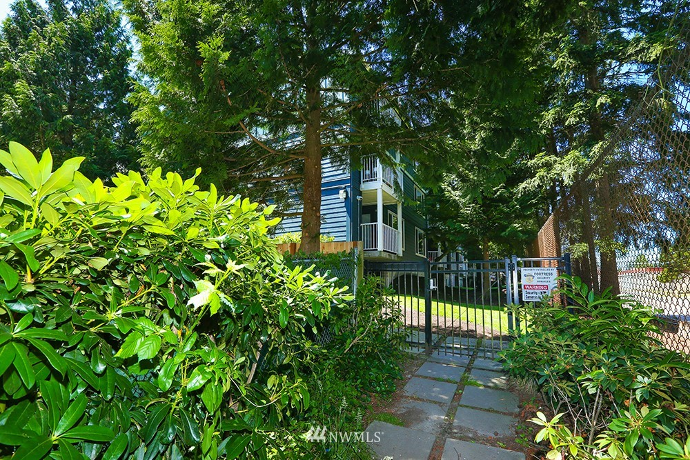 Sold Property | 300 N 130th Street #1303 Seattle, WA 98133 27