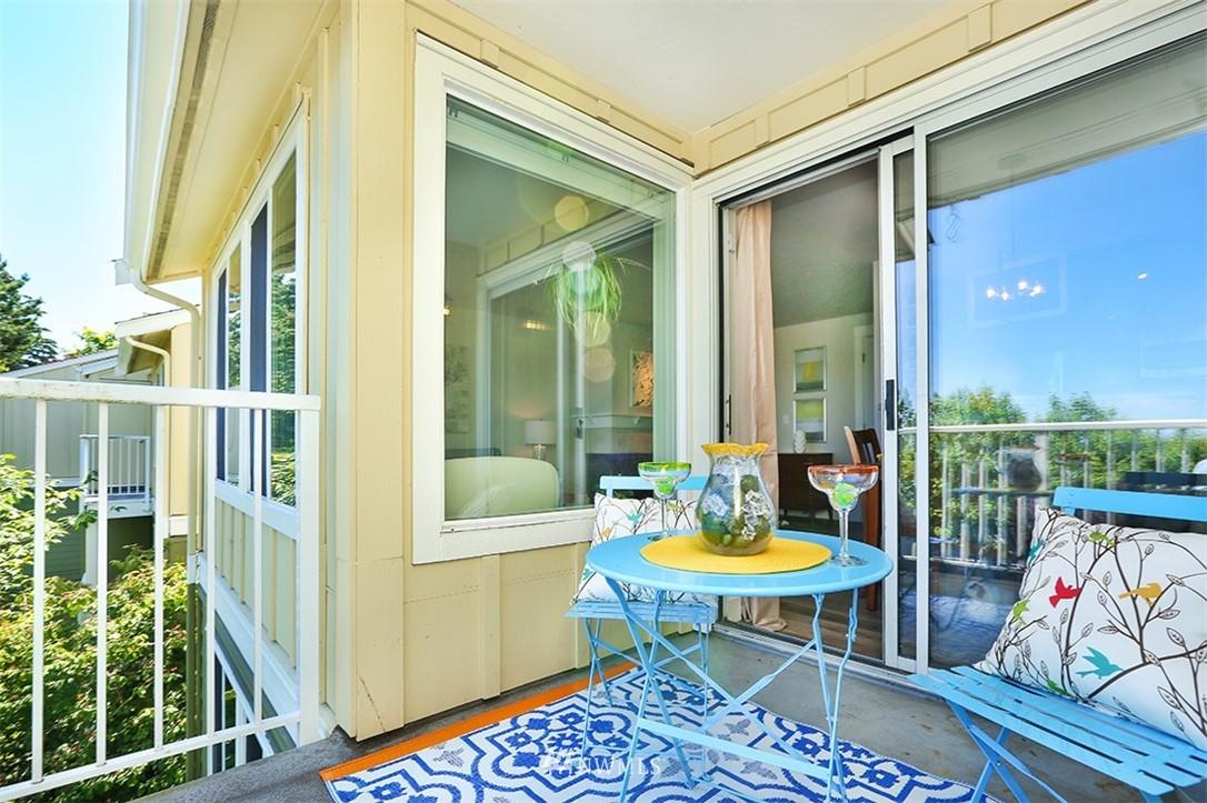 Sold Property | 300 N 130th Street #1303 Seattle, WA 98133 12