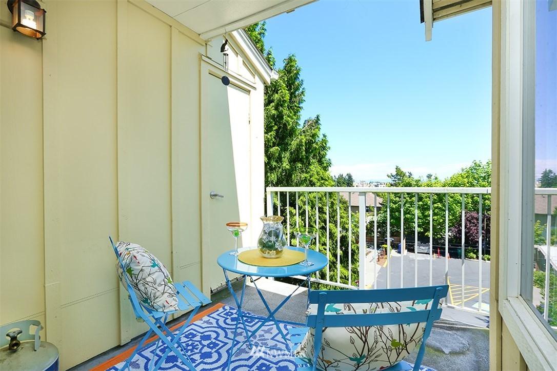 Sold Property | 300 N 130th Street #1303 Seattle, WA 98133 10