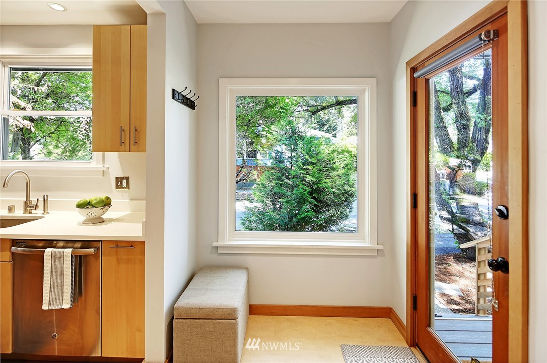 Sold Property | 2801 E Columbia Street Seattle, WA 98122 7