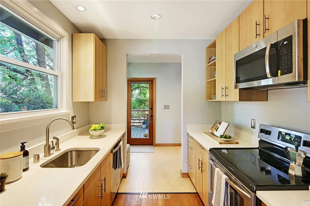 Sold Property | 2801 E Columbia Street Seattle, WA 98122 9
