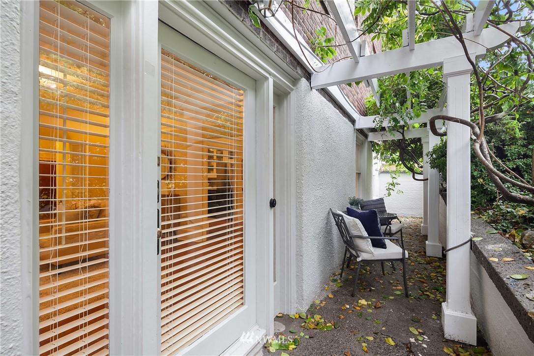 Sold Property | 2605 Franklin Avenue E #E Seattle, WA 98102 2